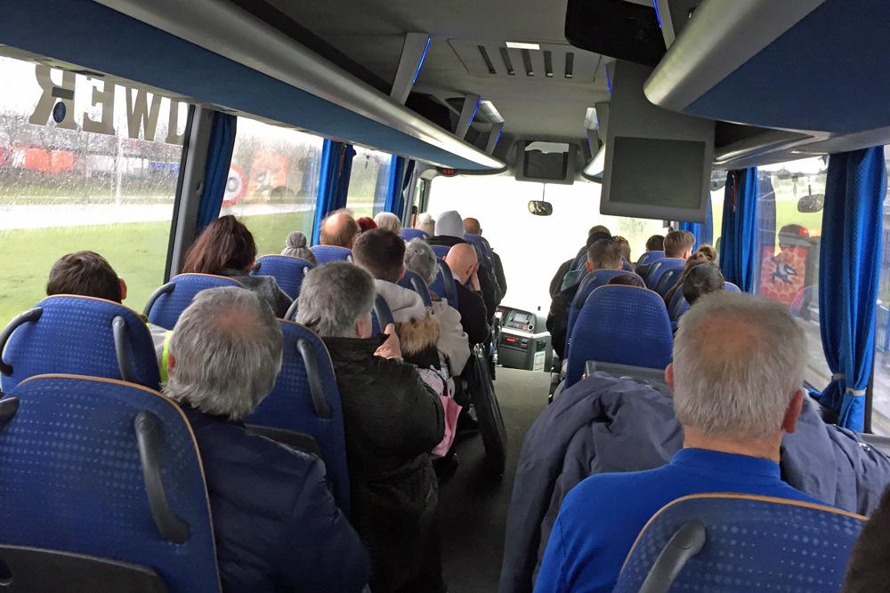 Zwischen dem Hauptbahnhof Amsterdam und dem Fährterminal verkehrt ein Shuttlebus von DFDS