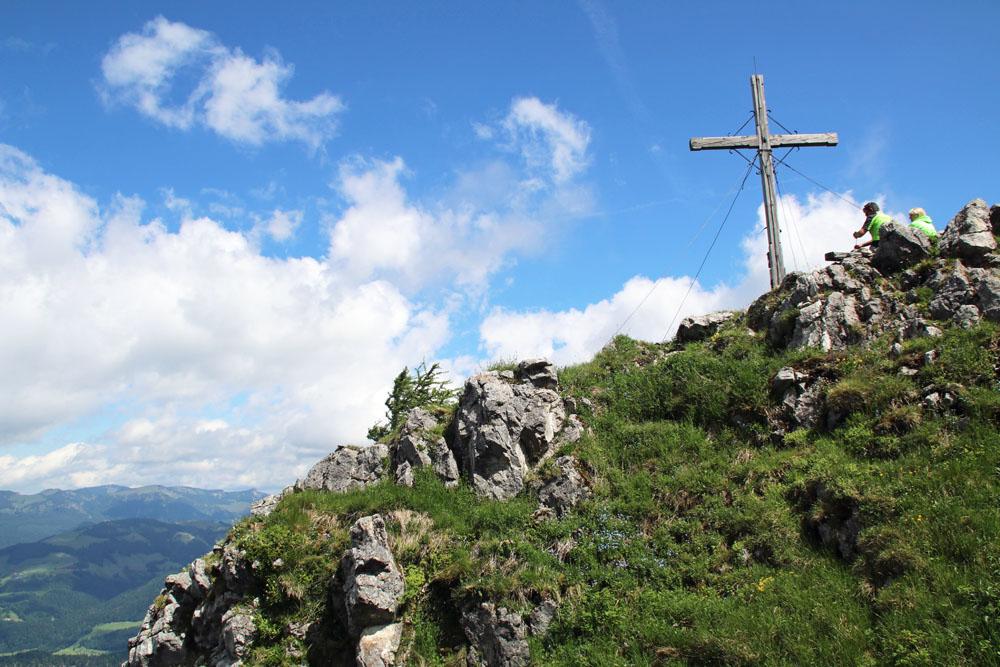 der Gipfel des Heuberg im kaiserwinkel bei Walchsee in Tirol