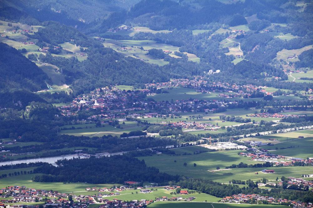 Blick auf Oberaudorf und das Inntal vom Heuberg am Walchsee in Tirol Österreich