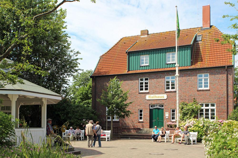 Das Rathaus von Spiekeroog auf der gleichnamigen Insel