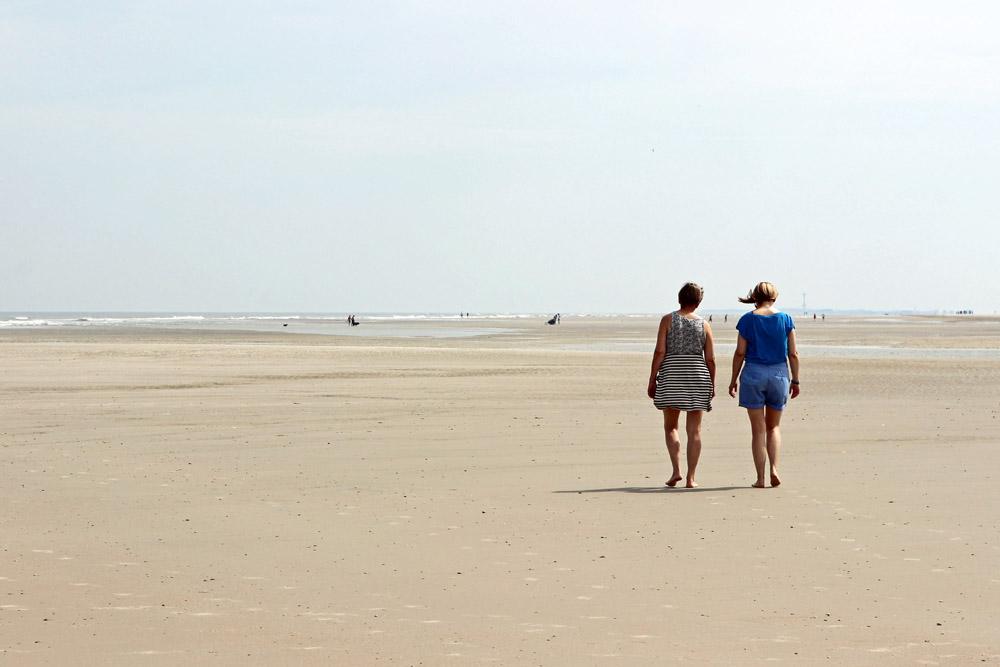 Am langen Strand auf Spiekeroog kann man durch die Natur wandern