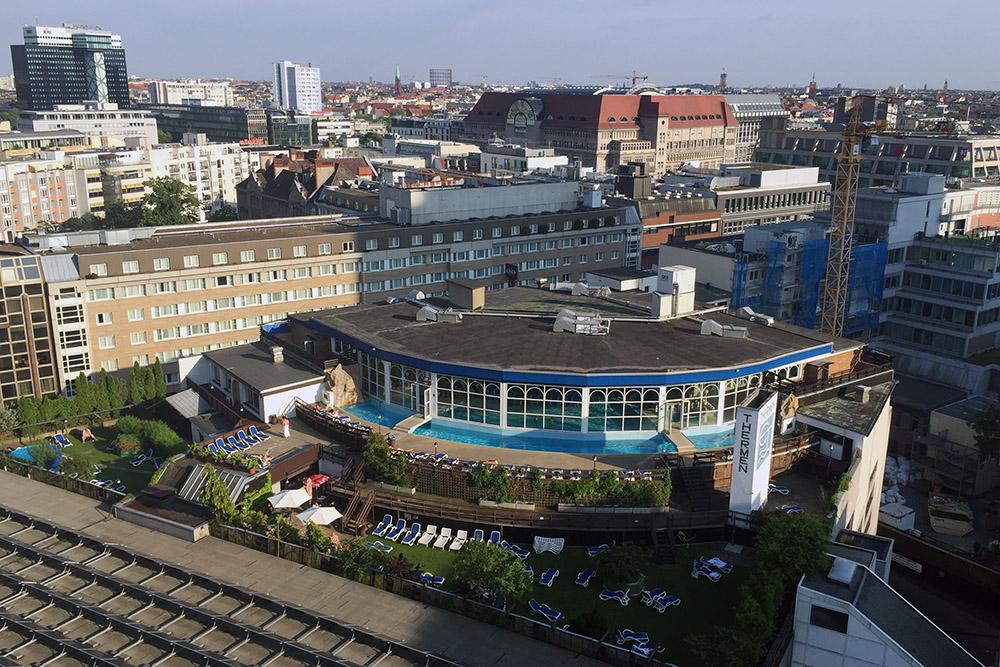 Thermen Berlin von der Pan Am Lounge aus gesehen