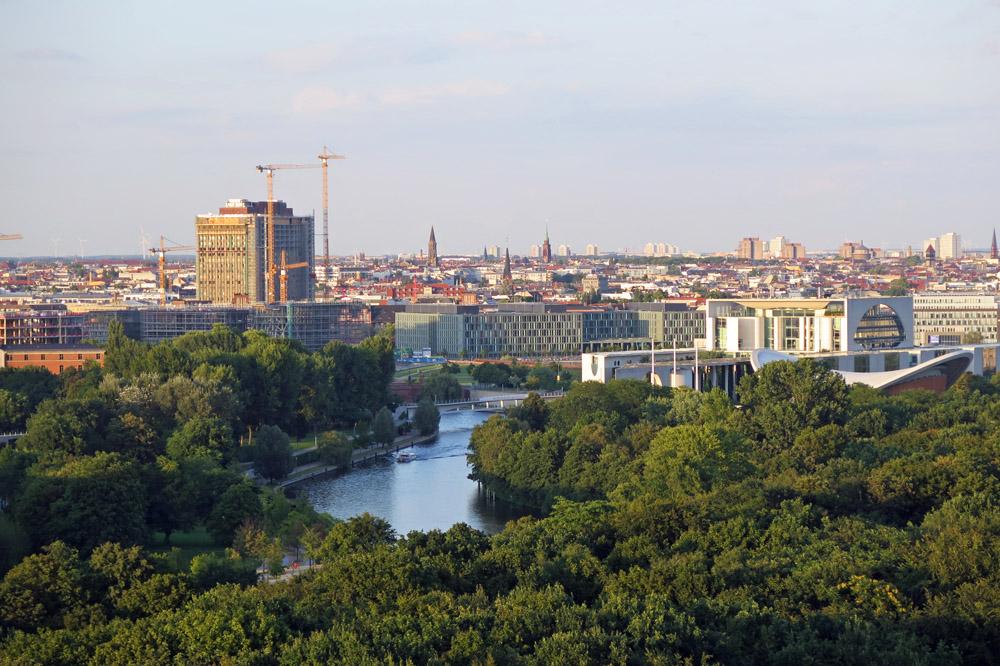 Die Siegessäule gehört zu den schönsten Aussichtspunkten in Berlin. Von oben haben Besucher einen Blick auf das Kanzleramt, die Charite und die Spree