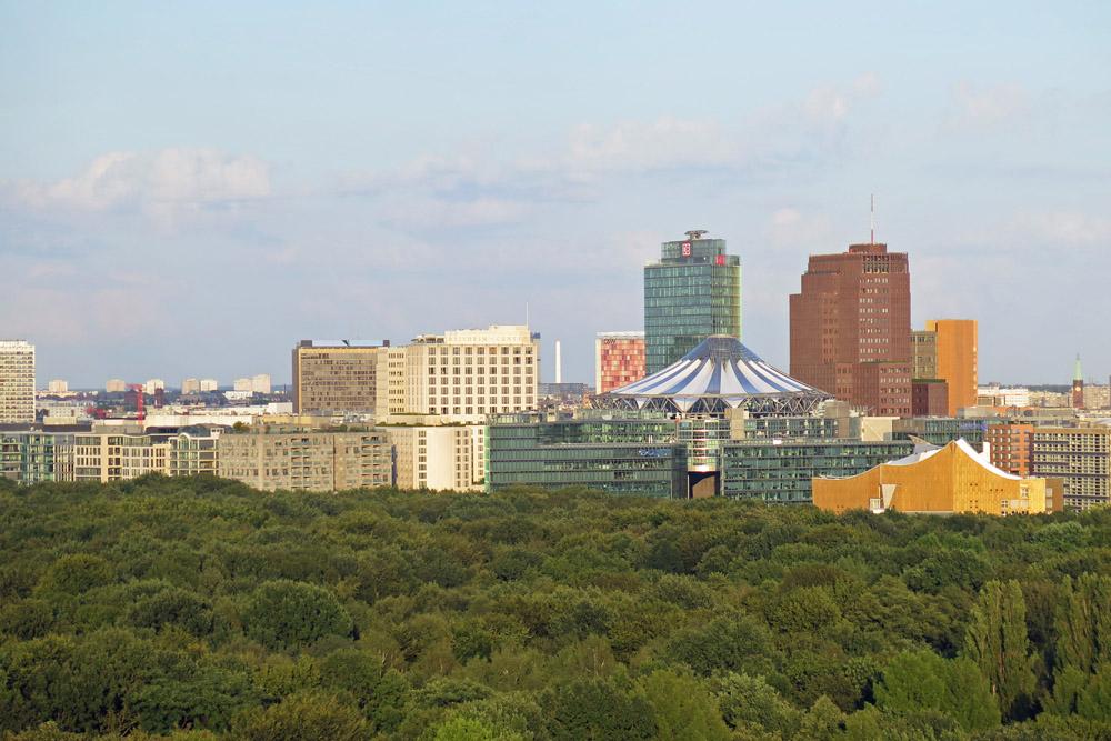 Die Siegessäule gehört zu den schönsten Aussichtspunkten in Berlin. Von hier kann man auch den Potsdamer Platz sehen