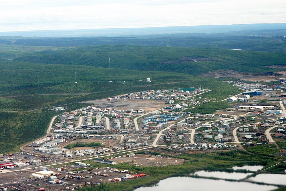 Luftbild von Inuvik am Ende des Dempster Highways dem Roadtrip in Kanada