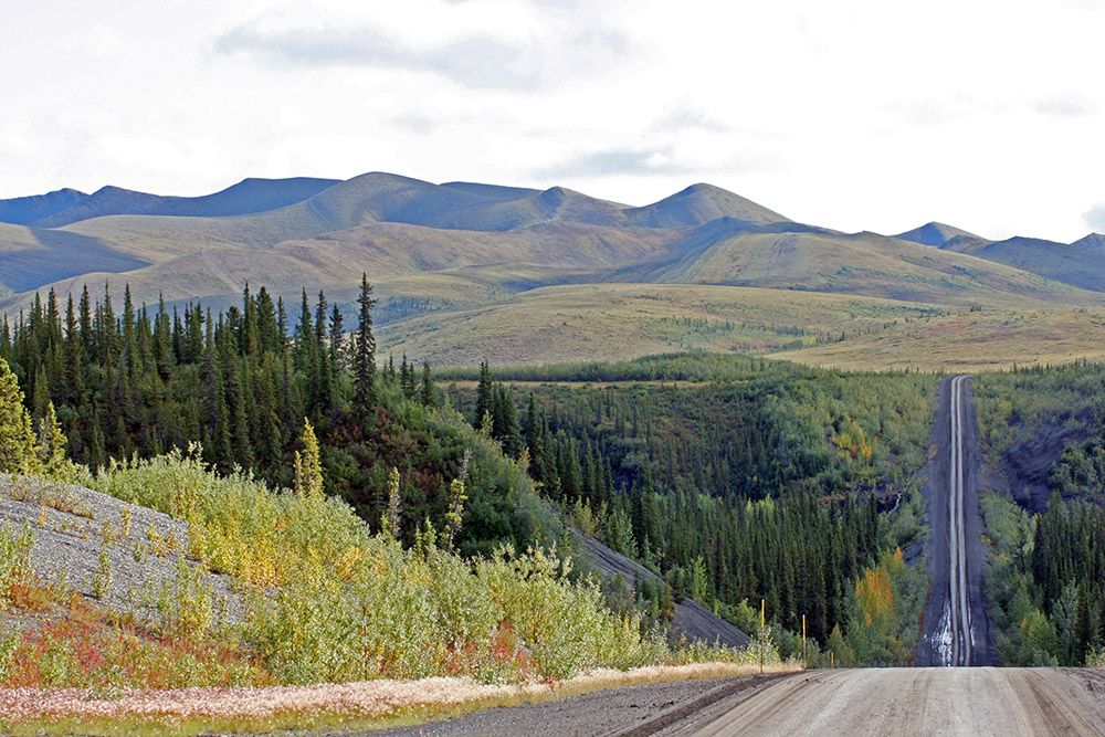 Dempster Highway in den Richardson Mountains im Yukon Kanada