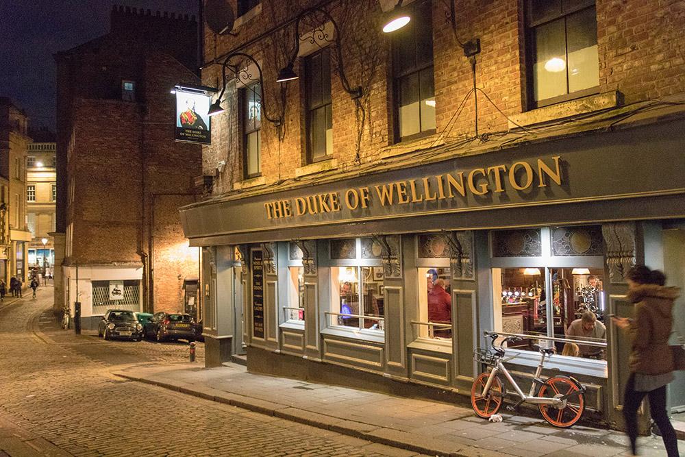 Pub am Abend in Newcastle
