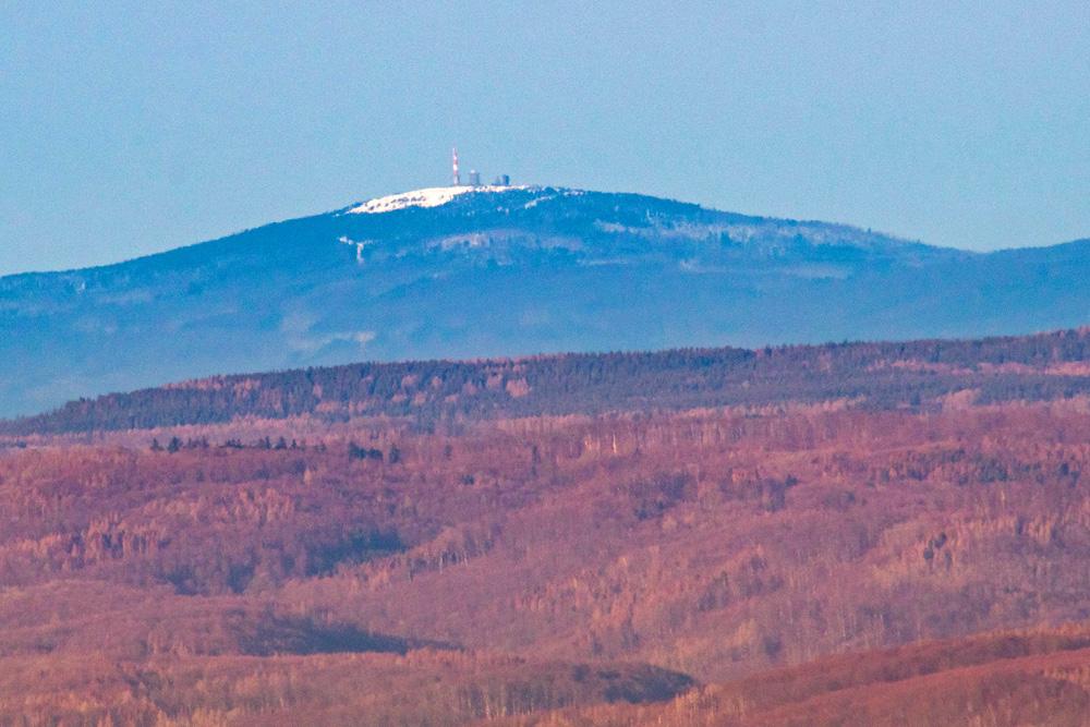 Blick vom Kyffhaueser Denkmal zum Brocken im Harz
