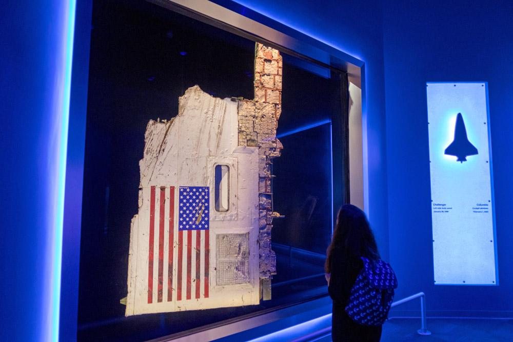 Trümmerteil des verunglückten Space Shuttles Challenger im Kennedy Space Center