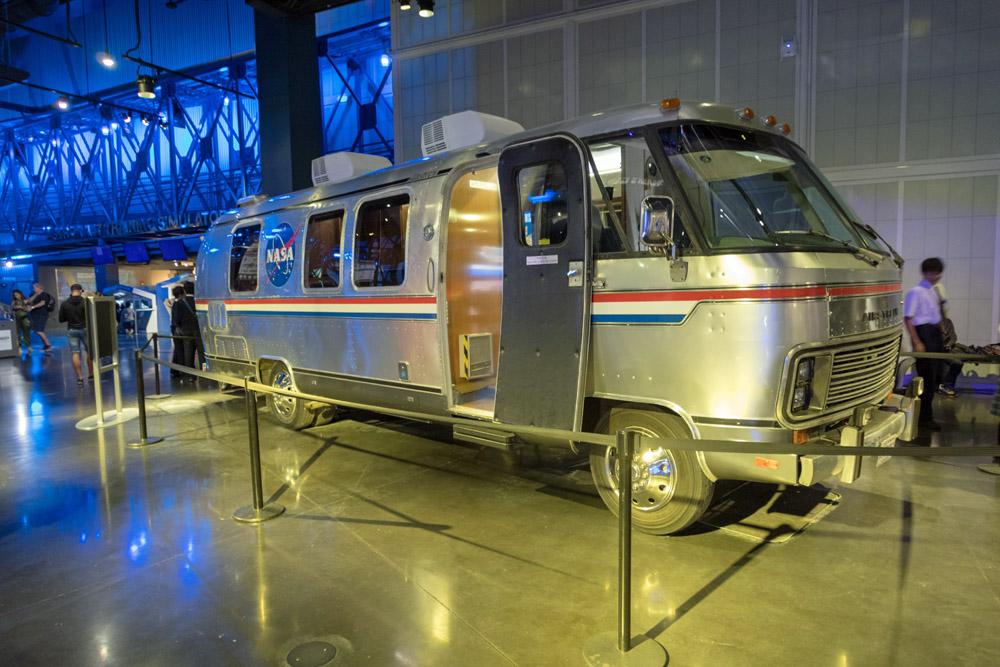 Mit einem solchen Bus der NASA wurden die Astronauten zum Start gebracht