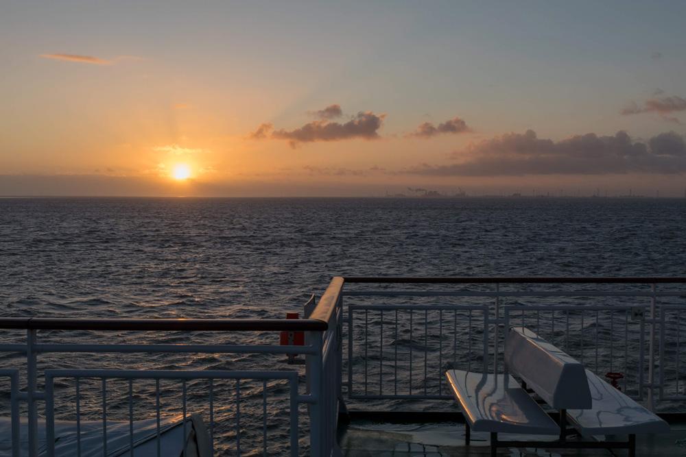 An Deck der Fähre nach Borkum kann man die Aussicht aufs Wattenmeer genießen.