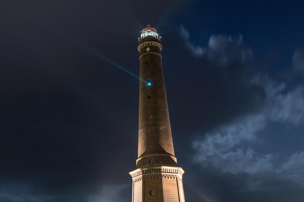 Der neue Leuchtturm auf Borkum ist noch in Betrieb und vor allem nachts sehr imposant.