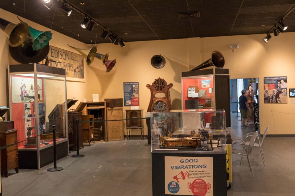 Im Museum sind einige der von Edison erfundenen Phonograpen ausgestellt.