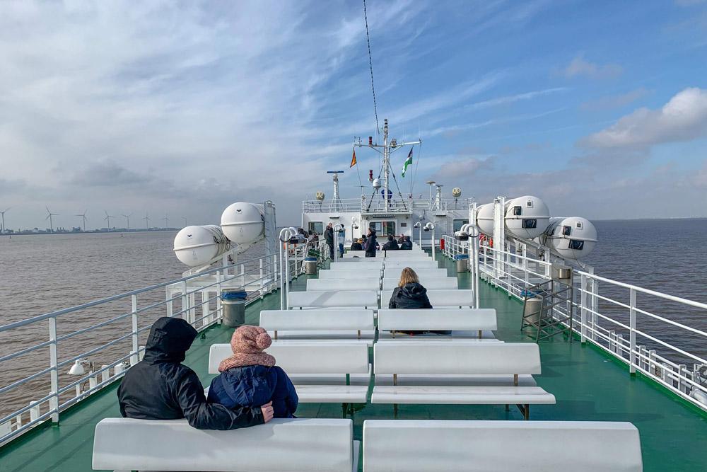 Im Winter hat man das Deck der Fähren nach Borkum oft für sich allein.