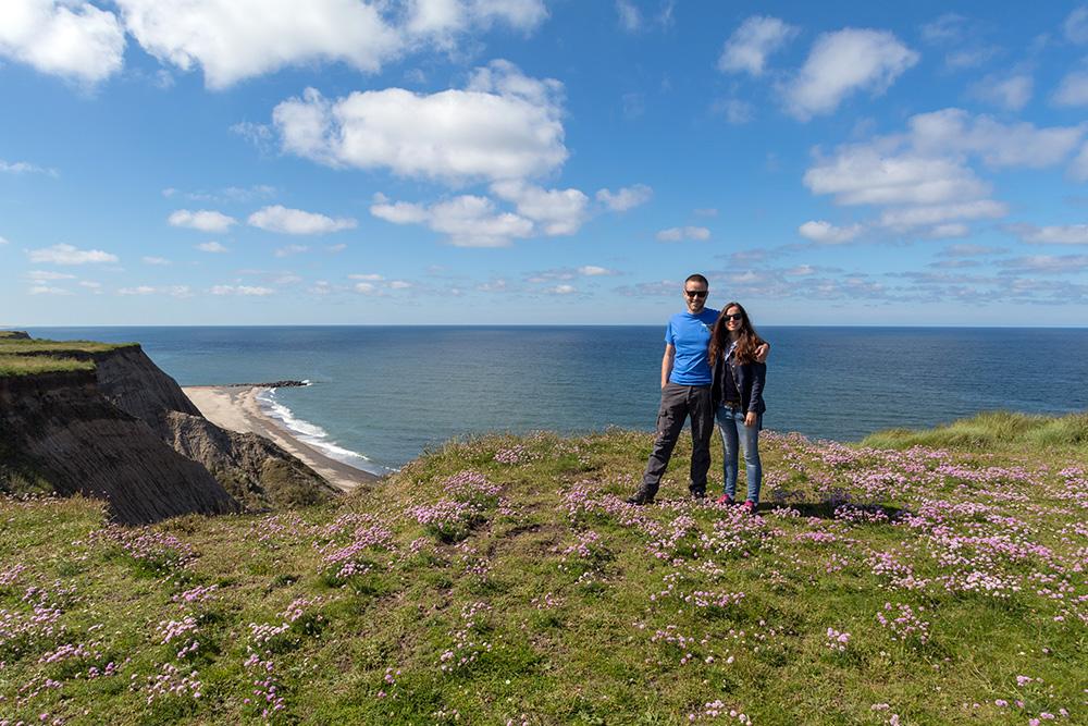 Auch am Fuße des Leuchtturms Bovbjerg Fyr lässt sich ein Blick auf die beeindruckende Steilküste erhaschen