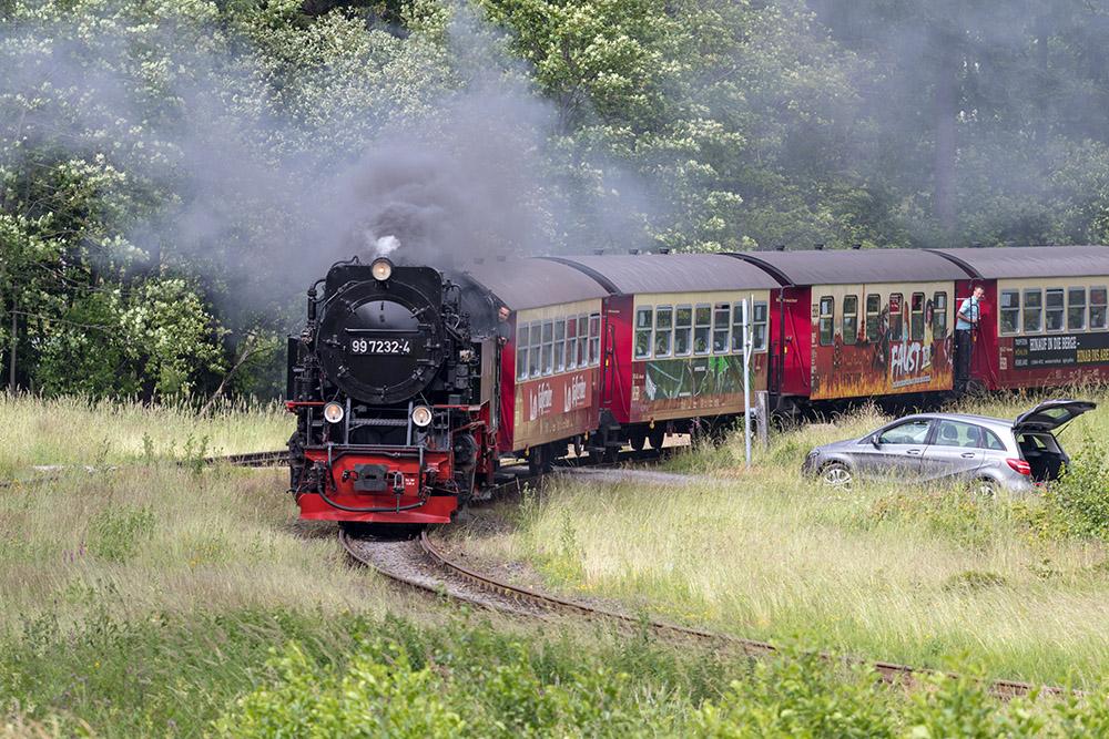 Brockenbahn im Harz mit einer Dampflok vor dem Zug
