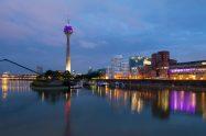 Düsseldorf Sykline im Medienhafen bei Nacht