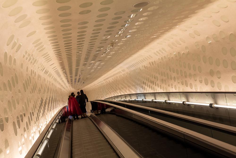 Ein Wochenende in Hamburg. Bei Regen ist es eine Empfehlung die Elbphilharmonie mit der markanten Rolltreppe zu besuchen