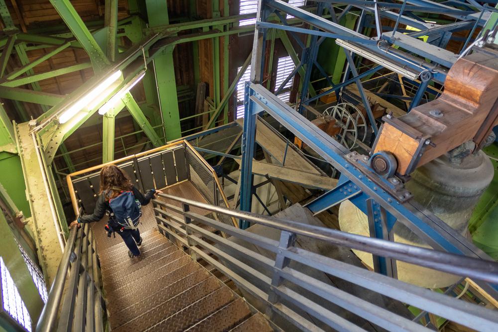 Treppen und Glocken im Turm des Hamburger Michel