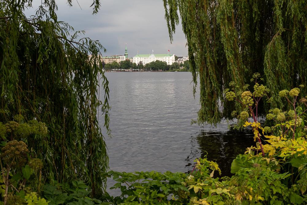 Außenalster in Hamburg mit Blick zum Hotel Atlantic