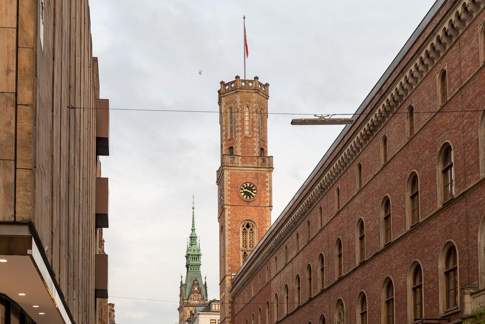 Das Passagenviertel mit der alten Post in Hamburg