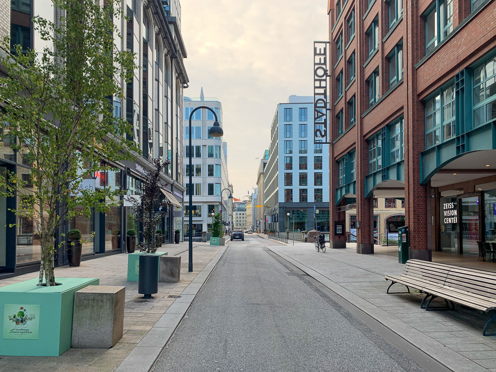 Shoppingstraße am Sonntag in Hamburg