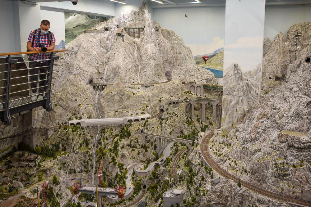 Die Schweiz im Miniatur Wunderland Hamburg erstreckt sich über zwei Etagen