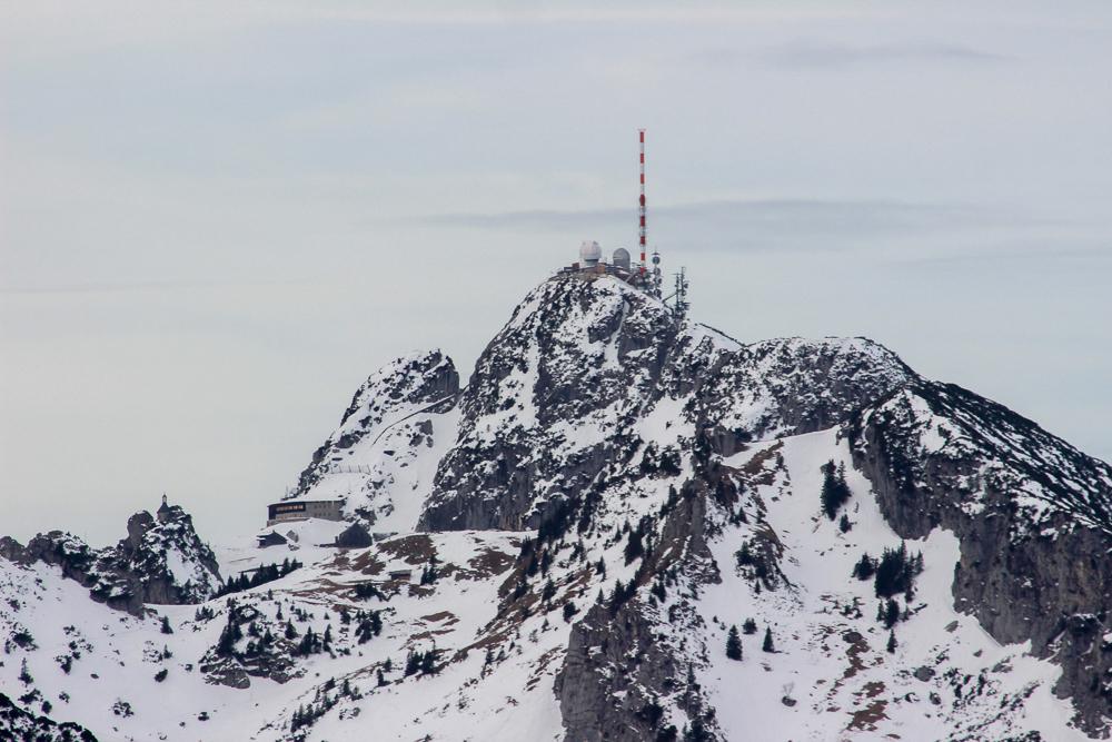 Wendelstein Gipfel mit Schnee im Winter